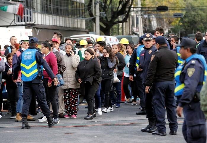 Moradores deixam casas após novo tremor no México (Crédito: Henry Romero / Reuters)