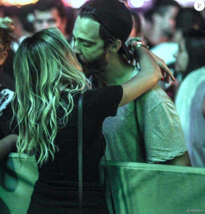 Thiago Rodrigues beija Katrin Kenigsberg (Crédito: Agência News)