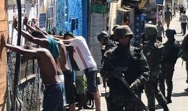 Tiros voltam a ser ouvidos na Rocinha e polícia apreende 16 fuzis