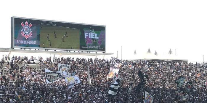 Corinthians encerra preparação para o clássico com apoio da torcida