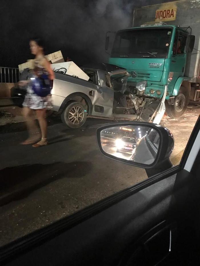 Veículos ficaram destruídos  (Crédito: Reprodução)