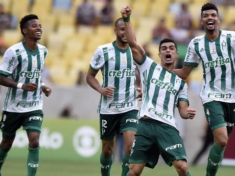 Palmeiras vence Flu e diminui vantagem para o líder Corinthians