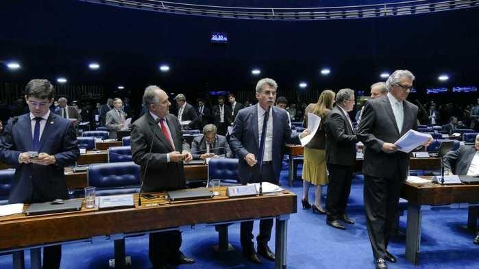Líderes do Senado discutem projeto (Crédito: Reprodução)