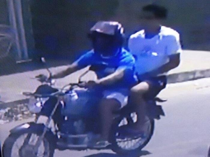 Criminosos abordaram a vítima em uma motocicleta (Crédito: Reprodução)