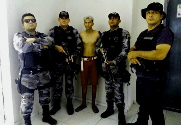Criminoso foi preso em flagrante (Crédito: Reprodução/Policia Militar)
