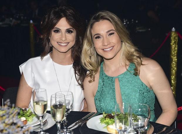 Fernanda Gentil posa com a namorada em clima de romance (Crédito: AG News)