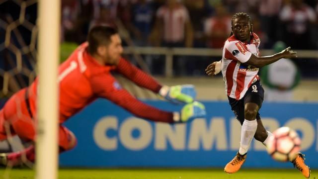 Yimmi Chará está sendo disputado pelos dois times (Crédito: Raul Arboleda/ AFP)