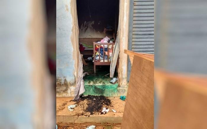 Mulher colocou fogo na residência (Crédito: Divulgação/Polícia Militar)