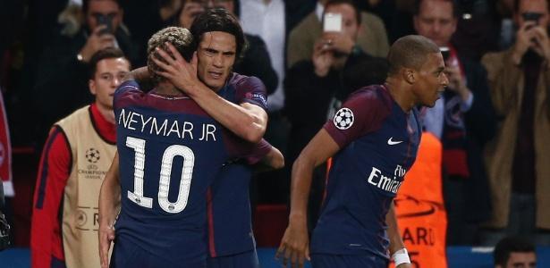 Neymar e Cavani comemoram um dos gols da partida (Crédito: Getty)