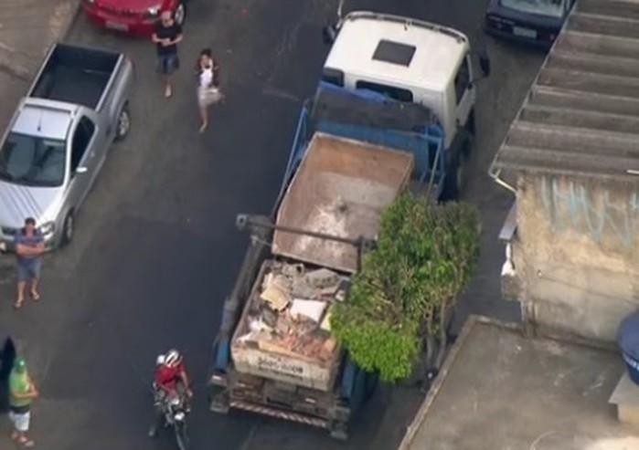 Motorista do caminhão não percebeu presença de meninos (Crédito: Reprodução/Tv Globo)