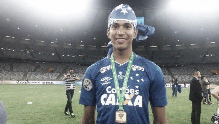 """Raniel comemora título do Cruzeiro, mas lamenta lesão: """"Era um sonho para mim"""" (Crédito: VAVEL Brasil )"""