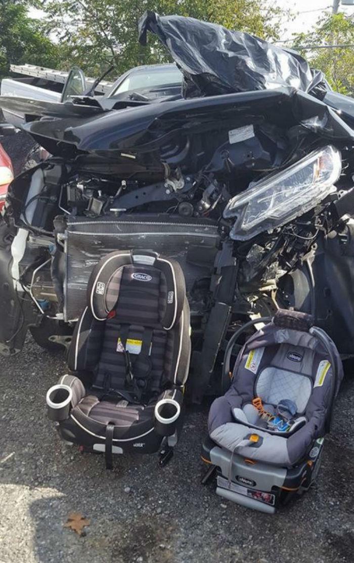 Veículo ficou parcialmente destruído (Crédito: Reprodução)