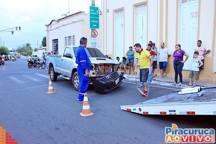 Motorista perdeu o controle de caminhonete (Crédito: Piracuruca ao vivo)