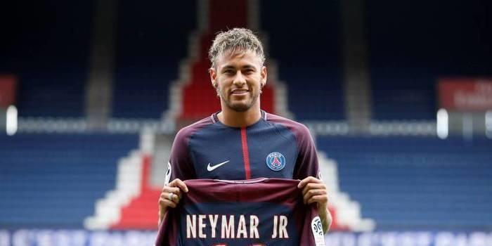 Em dois meses, 50 mil camisas de Neymar foram vendidas no PSG
