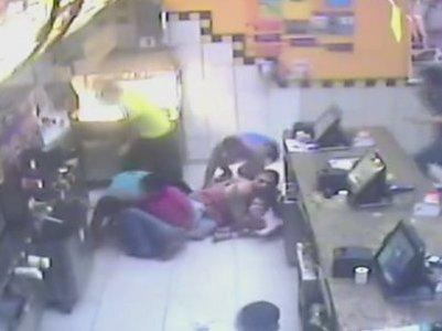 Traficante se irrita com gerente e metralha rede de fast food no RJ