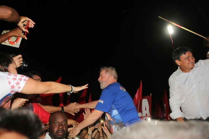Ex-presidente Lula é recebido por multidão em Teresina (Crédito: Efrém Ribeiro)
