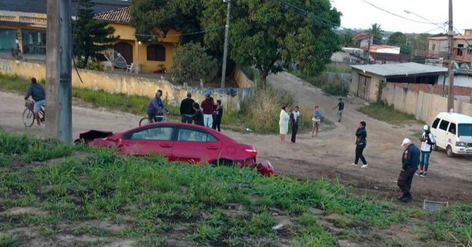 Quatro pessoas morrem ao irem ajudar motorista vítima de acidente