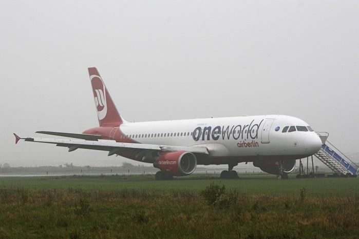 Avião da companhia Air Berlin deslizou na pista (Crédito: imone Steinhardt/dpa via AP)