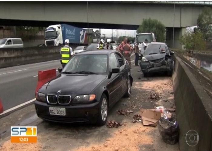 Carro envolvido no acidente (Crédito: TV Globo)