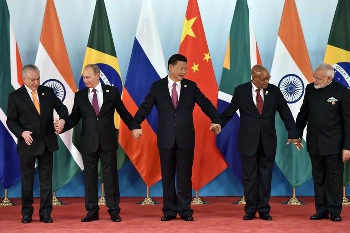 Os cinco líderes do bloco de países emergentes (Crédito: Kenzaburo Fukuhara/Pool Photo via AP)