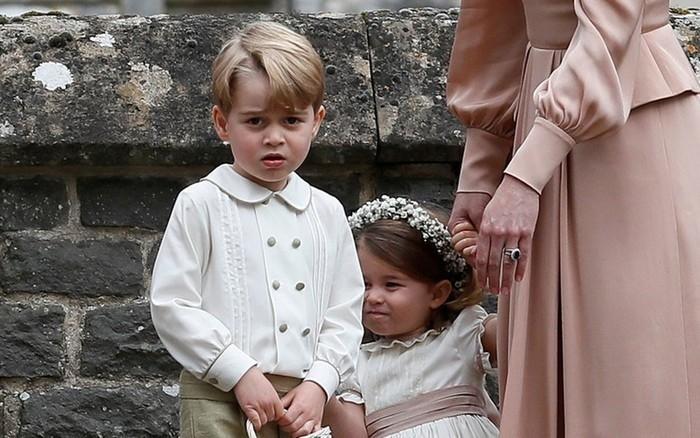 Irmã de Kate, Pippa Middleton se casa na Inglaterra, e príncipes George e Charlotte, em imagem de arquivo  (Crédito: Reuters)