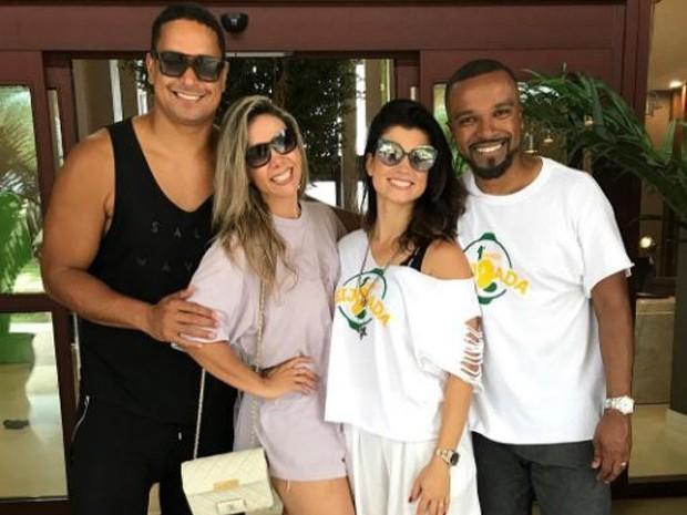 Casal nos anos 90, Carla Perez e Alexandre Pires se reencontram