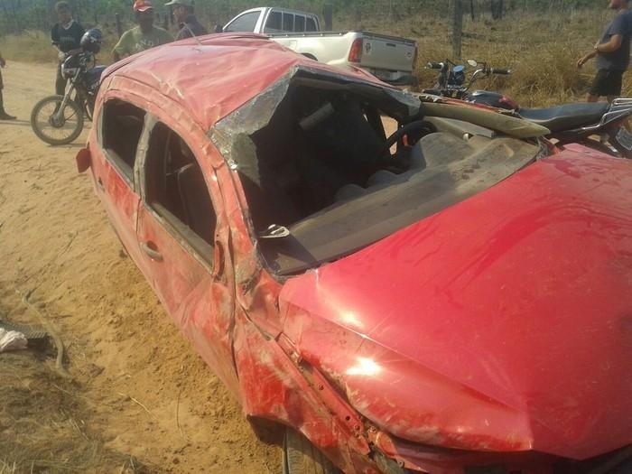 Adultos e crianças foram arremessados do veículo durante o capotamento (Crédito: Reprodução)