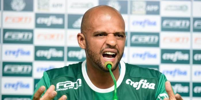 Felipe Melo se reintegra ao grupo do Palmeiras