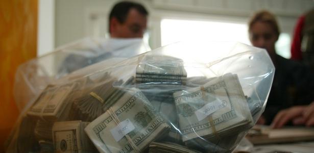Dinheiro apreendido na casa em que Abadia vivia