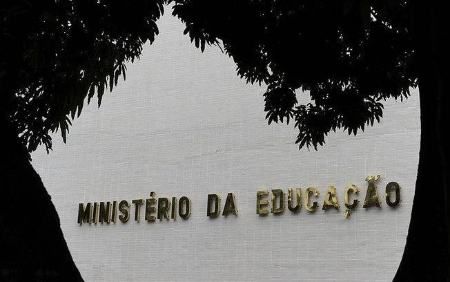 MEC anuncia repasse de R$ 1 bilhão para universidades e institutos