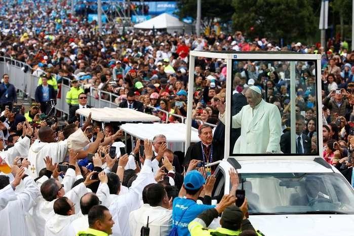 Papa Francisco chega a Colômbia (Crédito: Reuters)