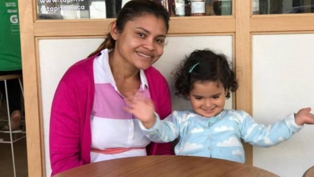 Carolina Ferraz escreve agradecimento para a babá da filha: 'Cuida da minha joia'  (Crédito: Reprodução)