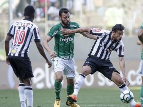 Com dois a menos, Palmeiras empata com Atlético-MG