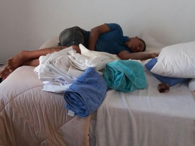 Ladrão escala prédio em Cuiabá e dorme no 7º andar após roubo