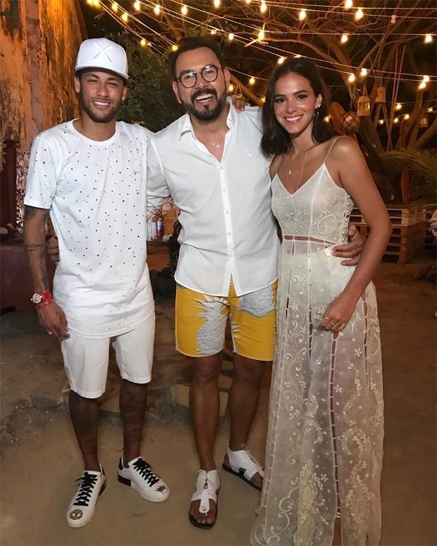 Marquezine e Neymar passam virada de anos juntos em Noronha