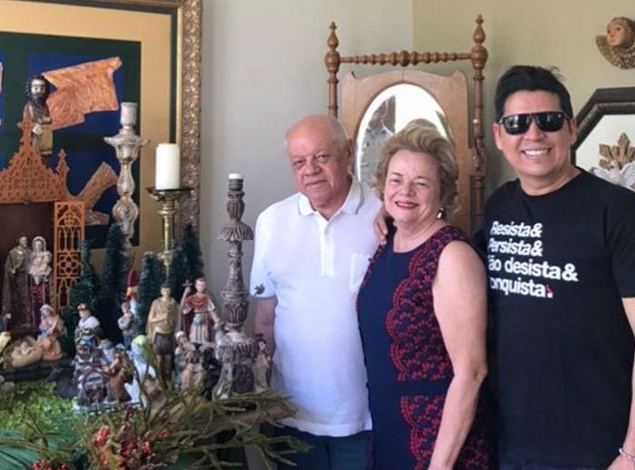 Empresário Ferdinan Silveira com sua esposa Lúcia e o amigo e jornalista Rivanildo Feitosa