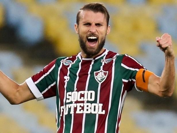 Zagueiro Henrique rompe com Fluminense para assinar com Corinthians