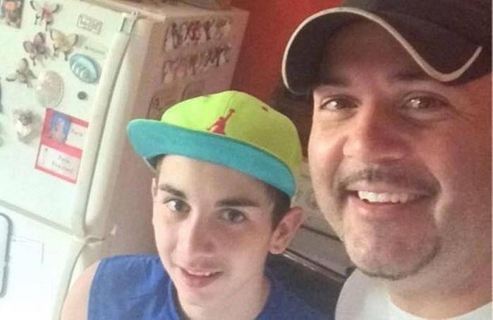 Homem encontra criança nua em celular do filho e chama a polícia