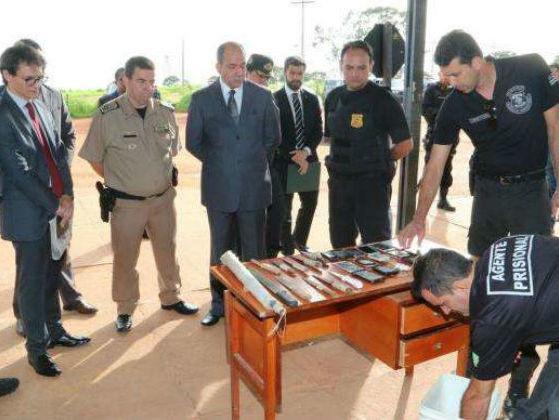 Armas, celulares e drogas são encontrados em presídio de Goiânia