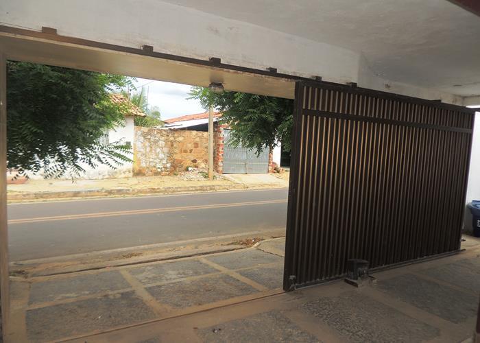 Portão motorizado (Crédito: Edinardo Pinto )