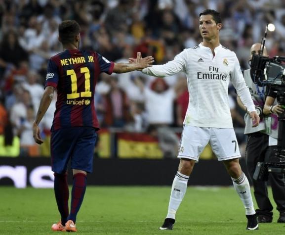 Neymar e Cristiano Ronaldo, na época em que o brasileiro atuava pelo Barcelona (Crédito: AFP)