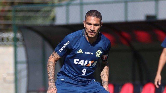 Flamengo suspende contrato com o atacante Paolo Guerrero