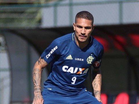Flamengo suspende contrato de Guerrero, afastado por doping