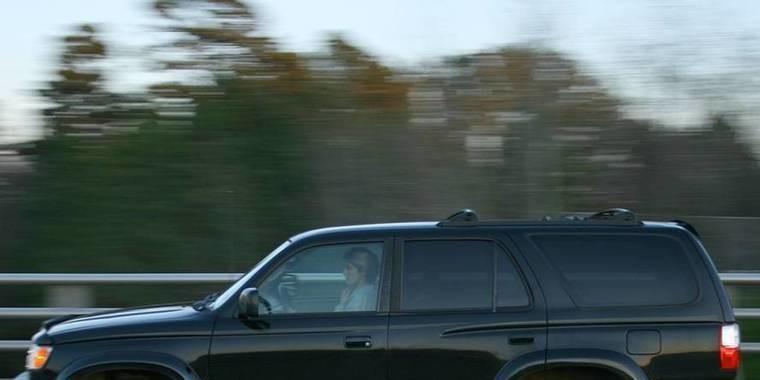 Presidente proíbe que carros pretos circulem no Turcomenistão