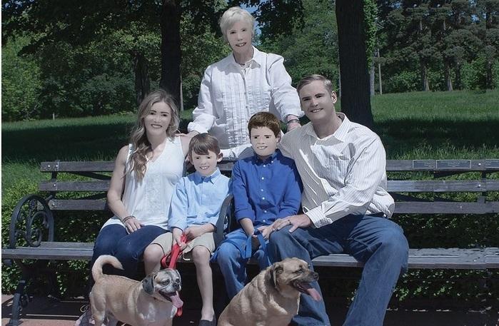 Álbum de família viraliza após fotógrafa exagerar no Photoshop