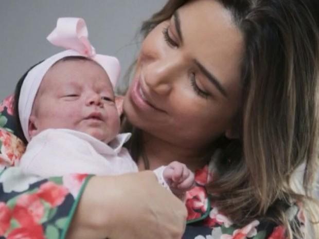 Patricia Abravanel compartilha  vários momentos de sua filha Jane