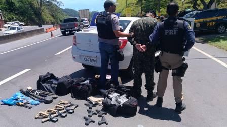 Sargento preso em posse de armas e cocaína (Crédito: Divulgação)