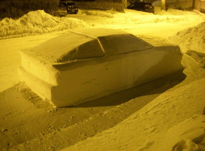 Canadense 'engana' policiais com carro de neve estacionado na rua  (Crédito: Reprodução )