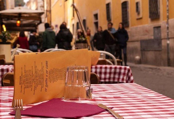 Turistas pagam mil euros por petiscos e caso gera polêmica na web
