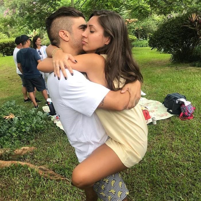 Após especulações, Caio Castro assume namoro com modelo